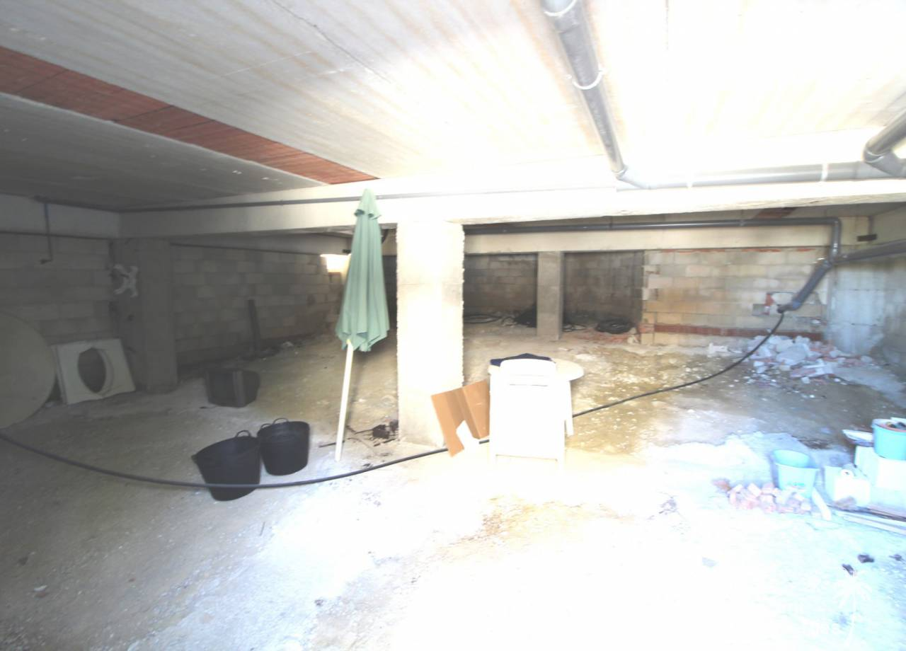 REF 10182 bargain Montecid villa with basement and space for a pool